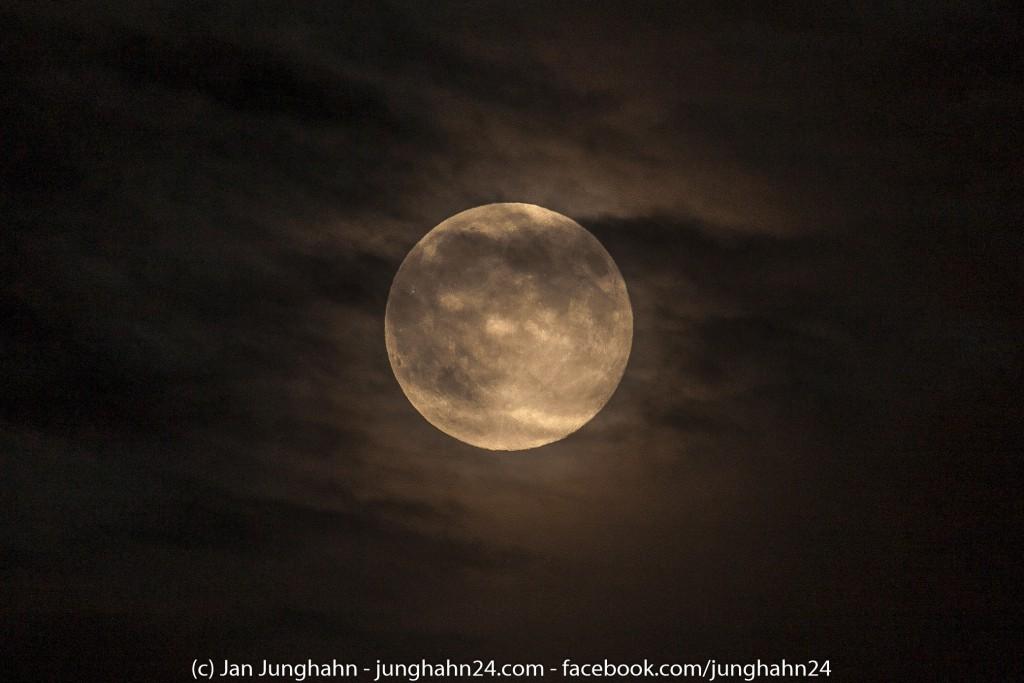 Supermond August 2014 - Am Himmel im März taucht er wieder auf.