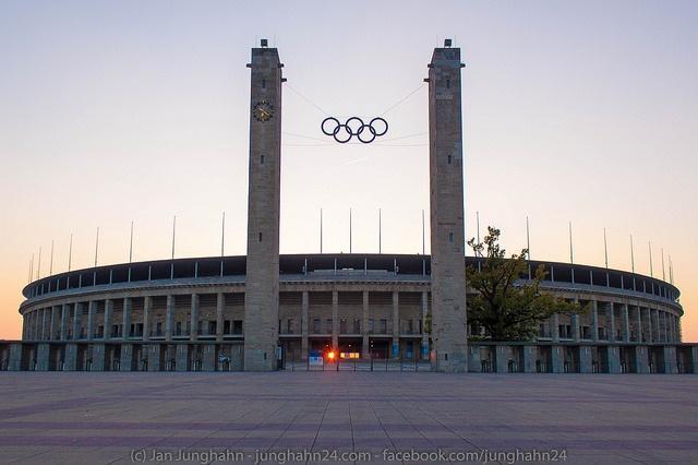 Stadionhenge am Olympiastadion Berlin - ein Schauspiel des Himmel im Oktober