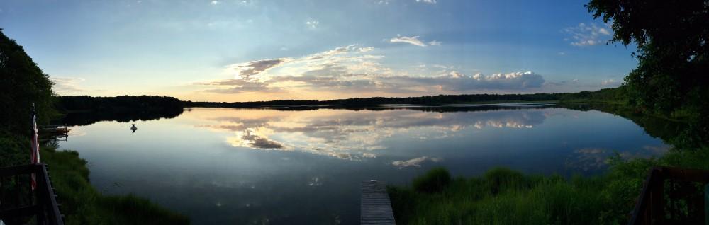 Sonnenaufgang vor dem Haus am See