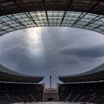 Wolkenlücke bei der Techniktour im Olympiastadion Berlin