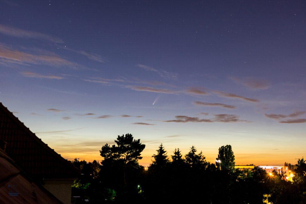 Neowise stürzt in den Sonnenuntergang